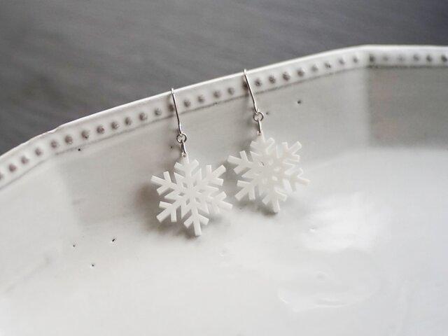 とけない雪の結晶ピアス snow crystal Dの画像1枚目