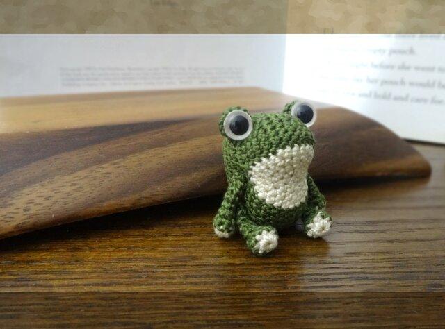 simple 緑のカエルの画像1枚目