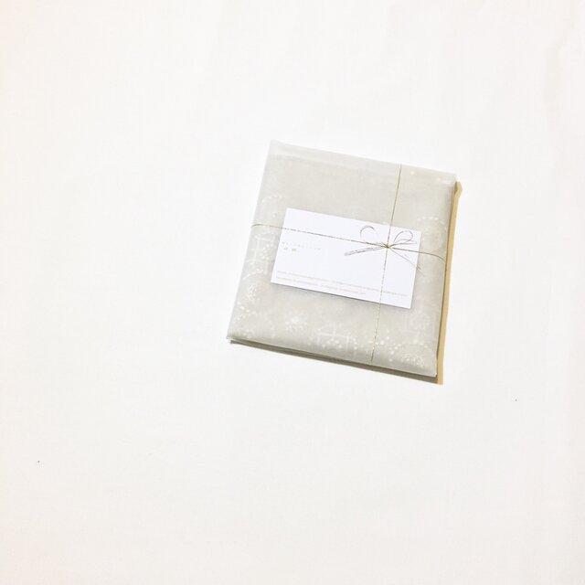 セミオーダー品(191117i)※ポーチ[花蕾]ベージュ色×白色の画像1枚目
