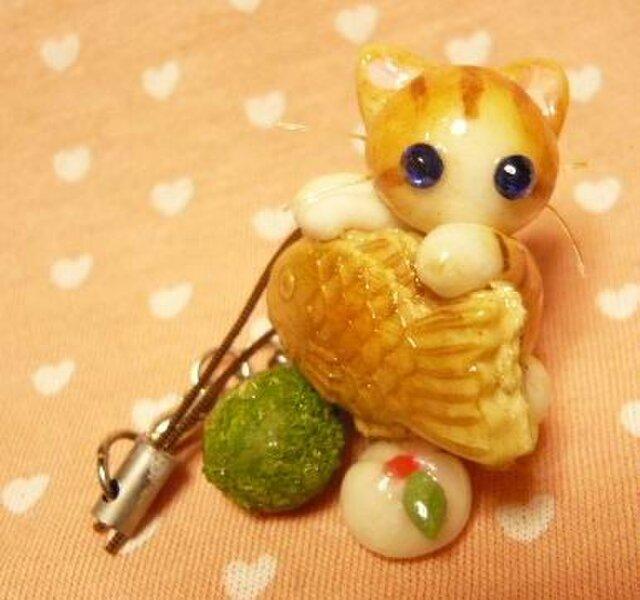 にゃんこのしっぽ○たいやきストラップ○茶とら白猫○ミニチュアの画像1枚目
