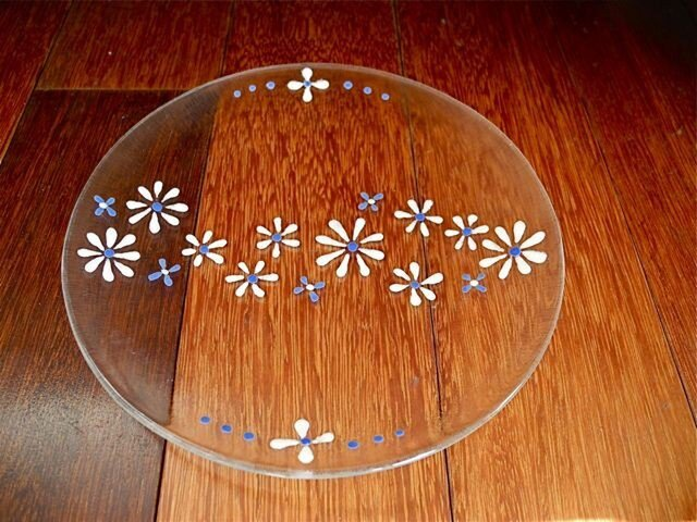 クリアな花のお皿の画像1枚目