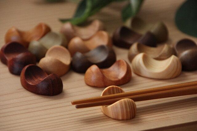 木の箸置き 6個セット 豆形 ミニサイズ 木の種類いろいろの画像1枚目