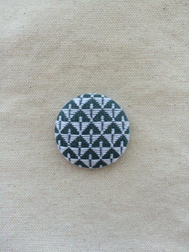 こぎん刺しのブローチ〈のぼり蝶〉3.8cmの画像1枚目