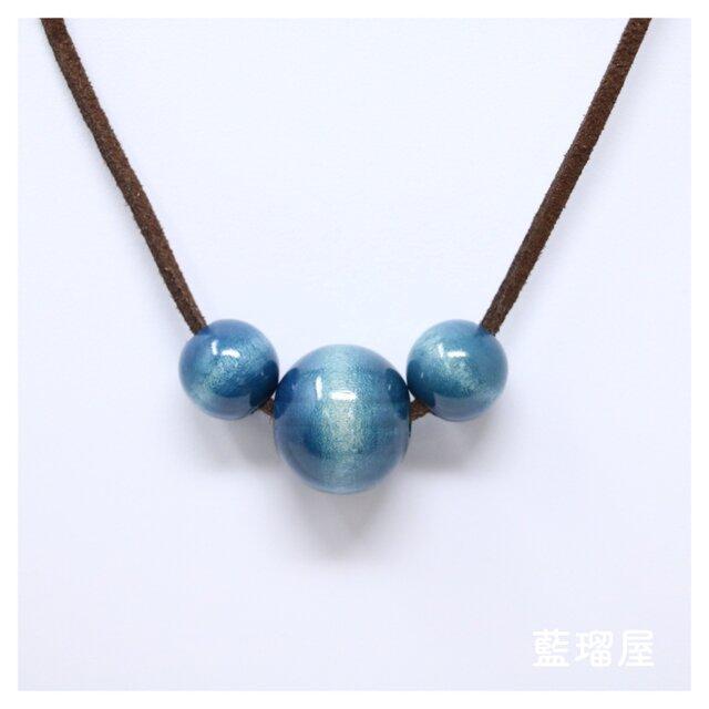 藍染め木玉 3連ネックレスの画像1枚目