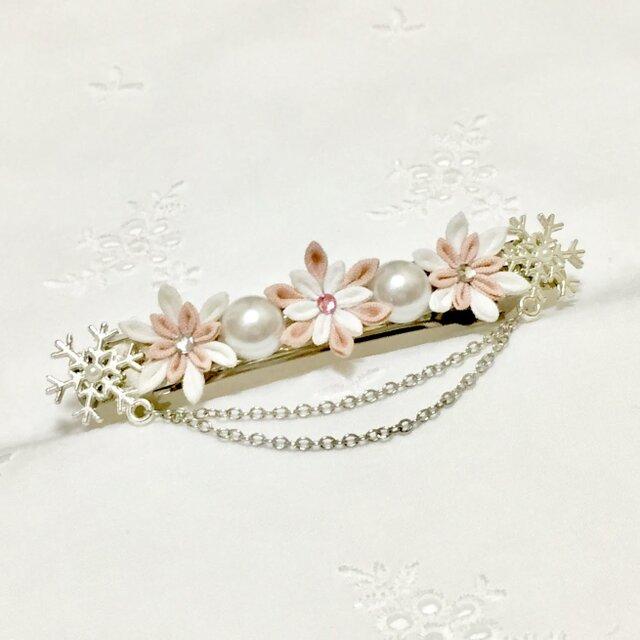 【つまみ細工】雪の花のバレッタ*優花*の画像1枚目