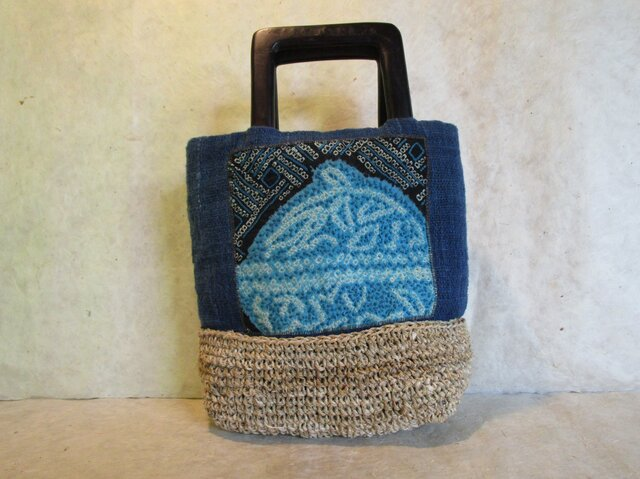 和柄の刺繍バッグの画像1枚目