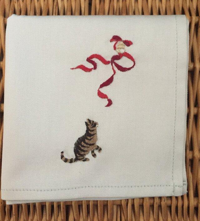 ハンカチ 猫のクリスマス刺しゅう(リボン)の画像1枚目