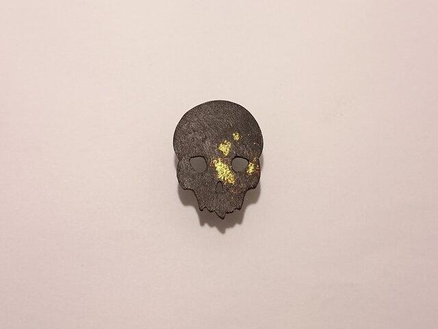 鉄のピンブローチ(スカル)の画像1枚目