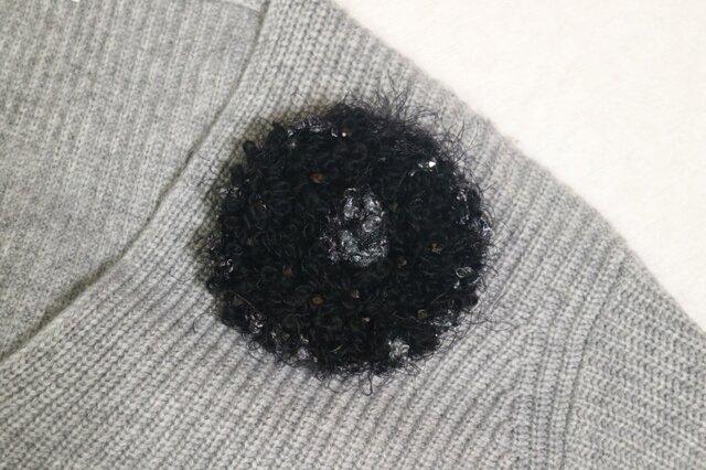 大人仕様のリッチ毛糸ブローチの画像1枚目