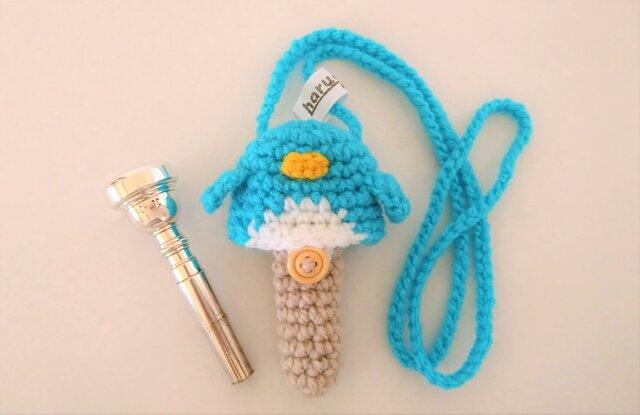 トランペット マウスピースケース(毛糸) ペンギン【ブルー】首掛け用の画像1枚目