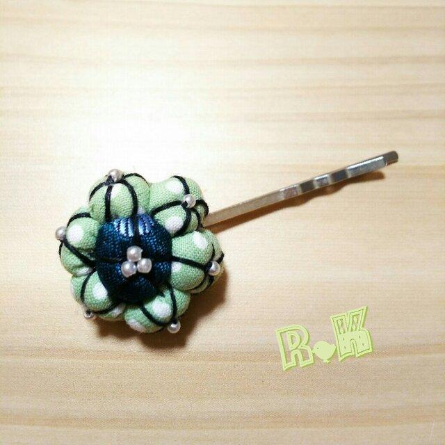グリーンのドットの花のヘアピンの画像1枚目