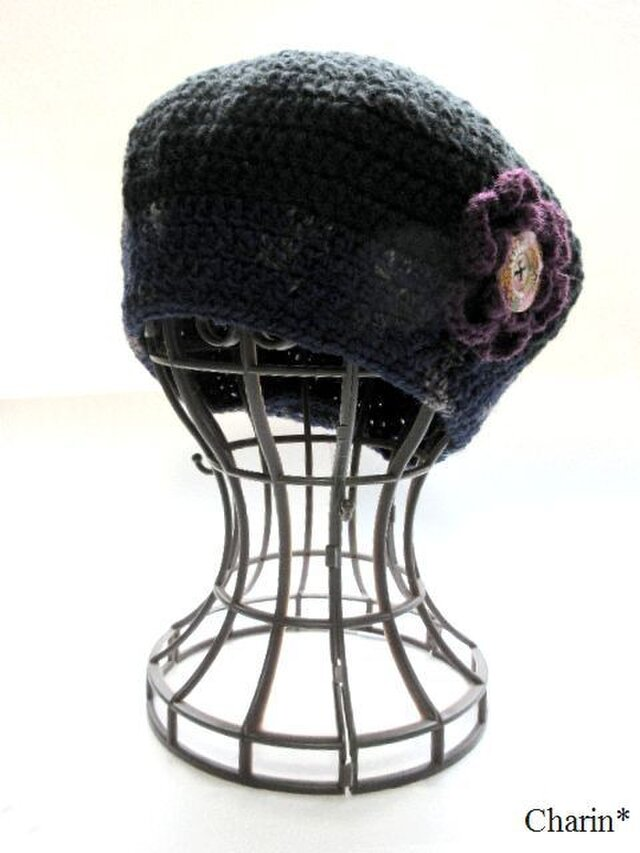 黒とネイビーのベレー帽 お花のコサージュ付きの画像1枚目