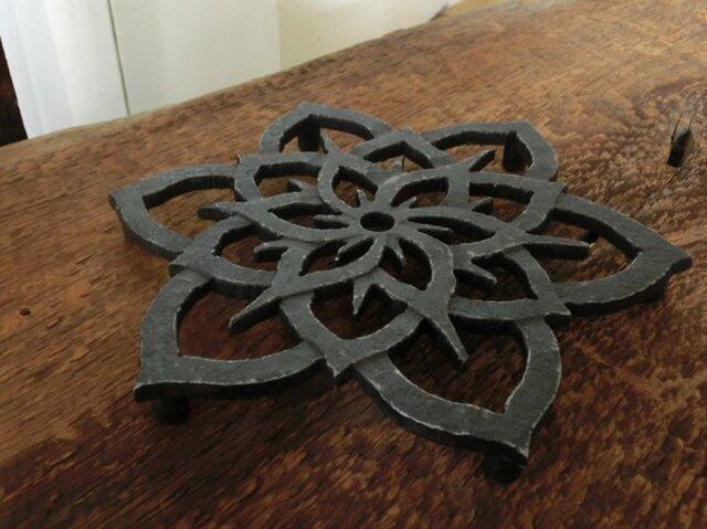 ハスの花の鍋敷きの画像1枚目