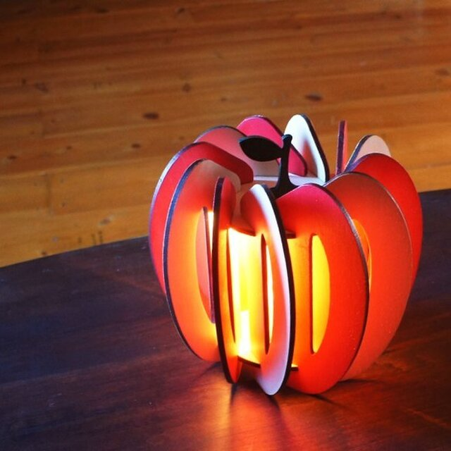 「りんご」木製フロアランプの画像1枚目