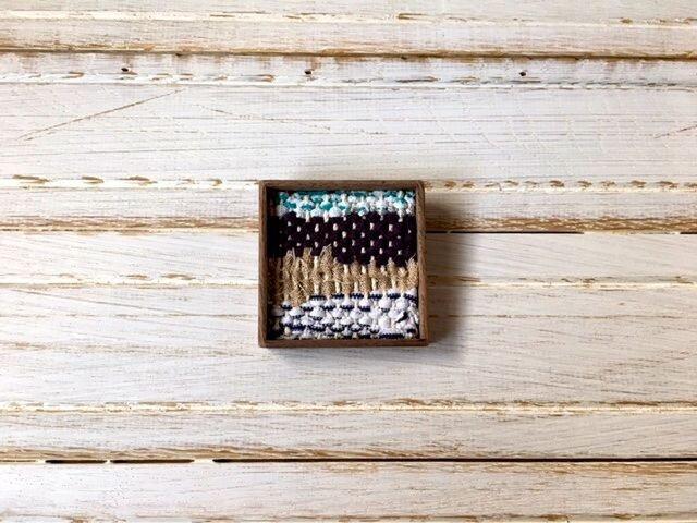 木と裂き織りのブローチ W01の画像1枚目