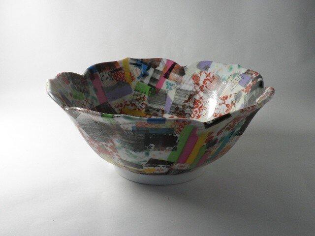 色絵輪花菓子鉢の画像1枚目