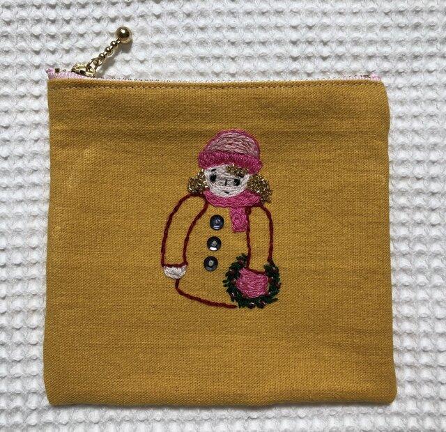 刺繍のファスナーポーチ☆クリスマスの画像1枚目