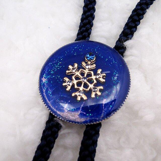まるいループタイ 青い雪の画像1枚目