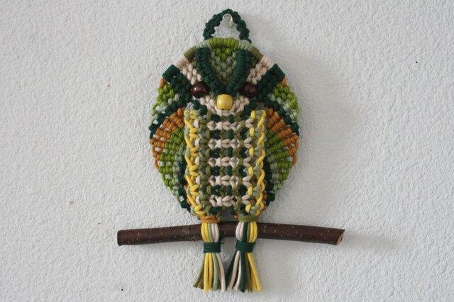 カラフルなフクロウのマクラメ編みタペストリー/メモホルダーにも♪の画像1枚目