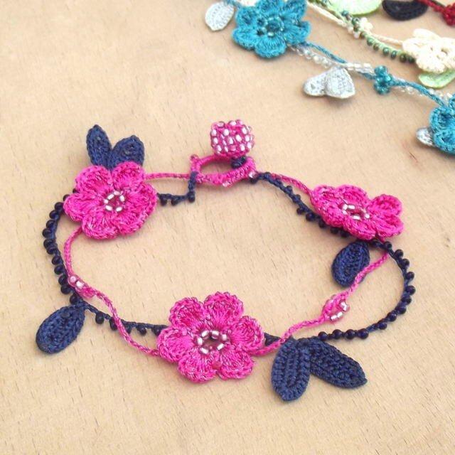 レース編みのブレスレット「マリー」ピンクの画像1枚目