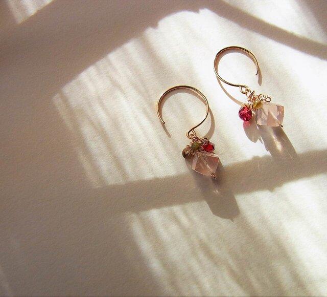 Earring Ⅱ  / ピンクのピアスの画像1枚目