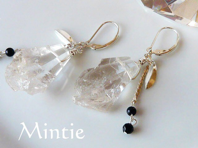 【再販】紫金石とクリスタル 氷の結晶ピアスの画像1枚目