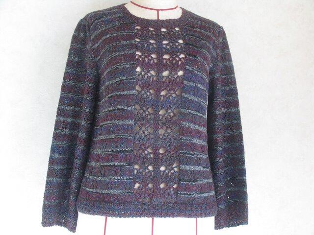 シックな色のセーターの画像1枚目