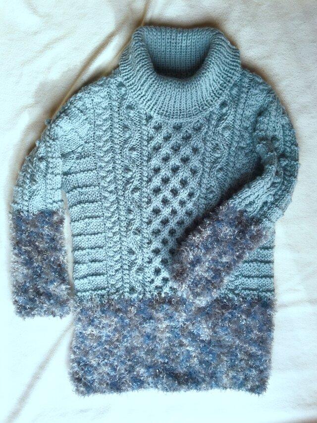 アラン模様とファーヤーンのオフタートルネックセーターの画像1枚目