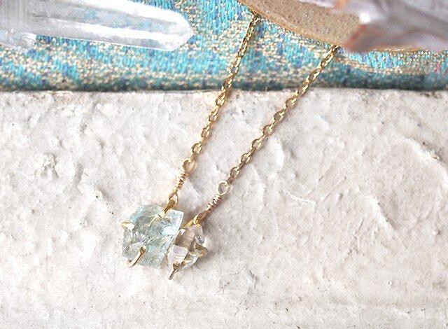 原石のアクアマリンとダイヤモンドクォーツのネックレスの画像1枚目