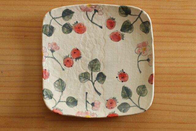 粉引きいちごとイチゴのお花のトースト皿。の画像1枚目