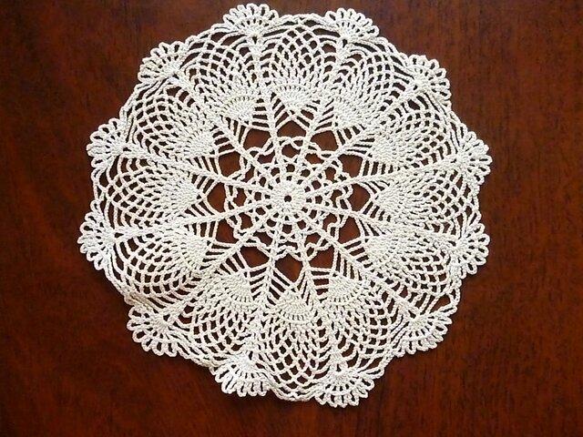 手編みレースドイリー直径約20cmの画像1枚目