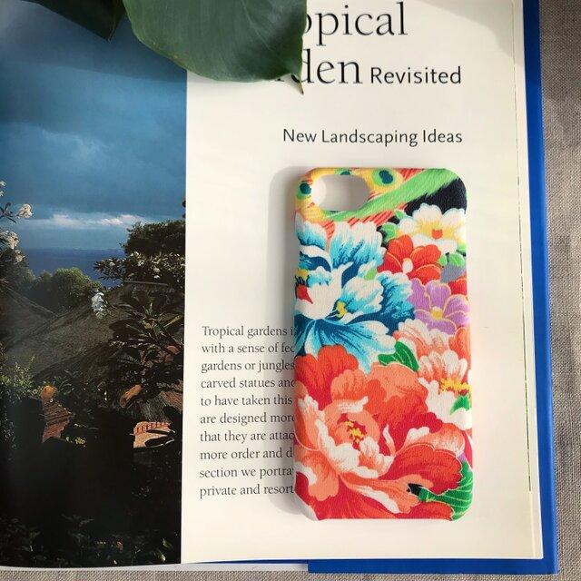 【KIMONO】椿と牡丹の園iPhoneケースの画像1枚目
