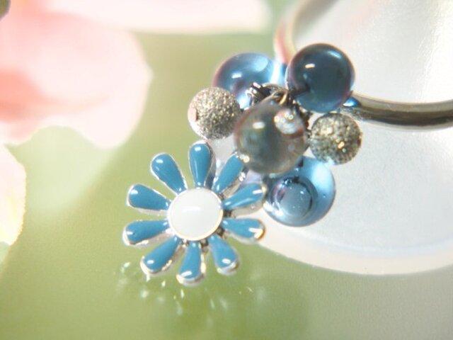 青いお花のリングの画像1枚目