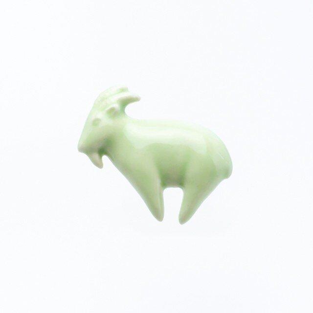 陶器ブローチ ヤギ(ライトグリーン)の画像1枚目