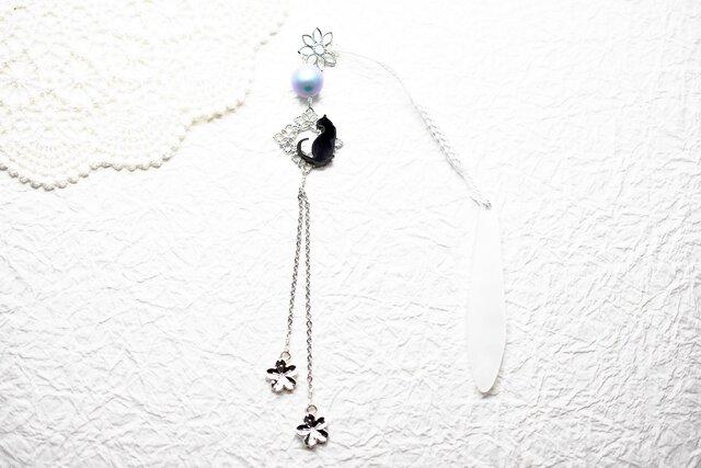 黒猫とスカイブルースワロの帯飾りwith春銀桜 / 根付 / 和装 / 着物アクセサリーの画像1枚目