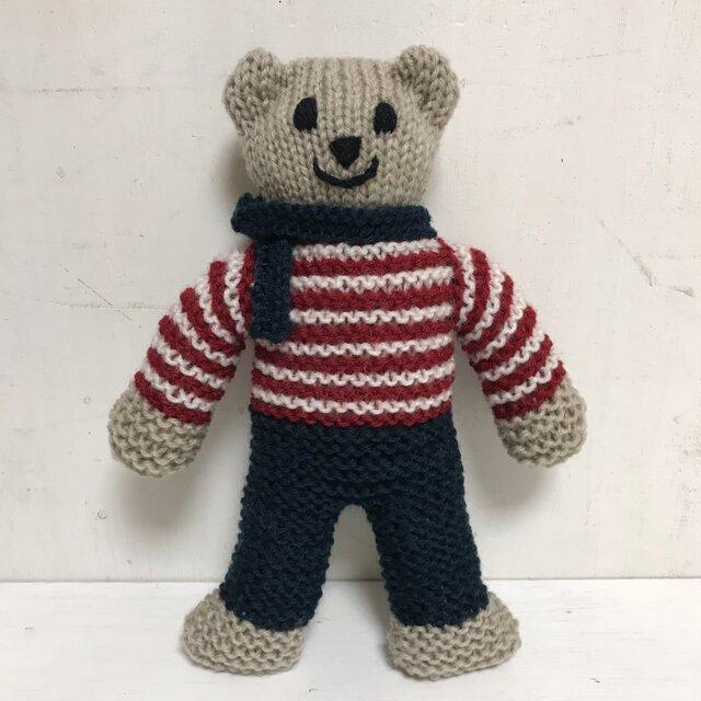 knit kuma in navy pantsの画像1枚目