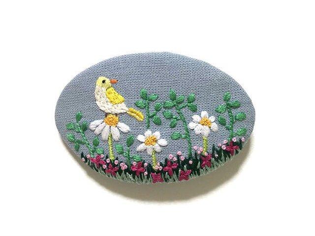 手刺繍バレッタ*野原の小鳥の画像1枚目