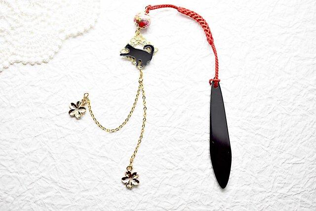 かまって黒猫と赤唐草の帯飾りwith春金桜 / 根付 / 和装 / 着物アクセサリーの画像1枚目