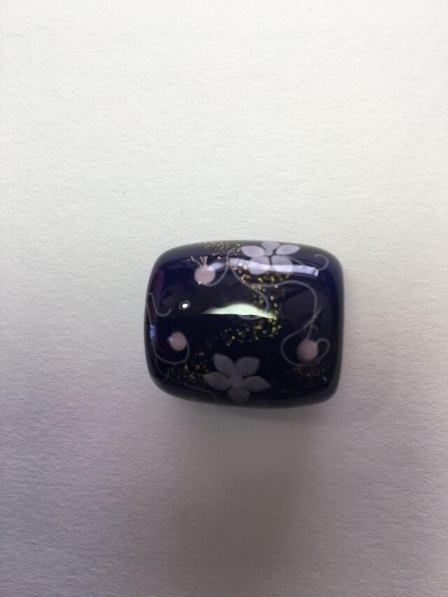 とんぼ玉*つる花模様の帯留*紺の画像1枚目