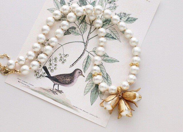 コットンパールとブラス(真鍮)のお花のモロッカン・ネックレスの画像1枚目