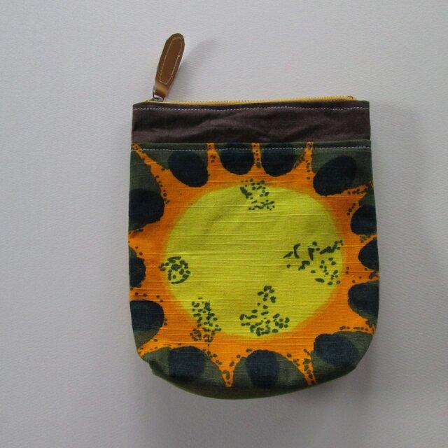 黄色い花のポーチの画像1枚目