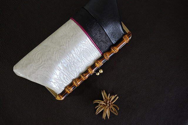 バンブークラッチバッグ*竹製がま口*シルバー木目/パーティ/着物/ドレスの画像1枚目