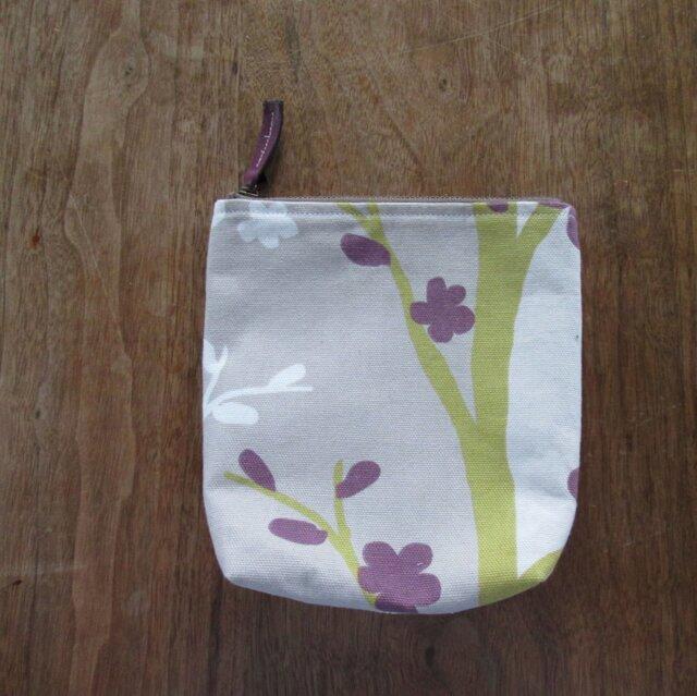 花の咲く木のポーチの画像1枚目