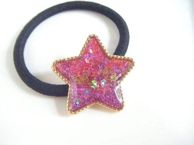 ピンク色ラメたっぷりの星型ヘアゴムの画像1枚目