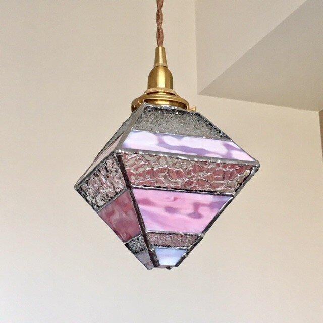 『ロマンティック ナイト』ピラミッド型ペンダント灯:ピンク~クリア byベイビューの画像1枚目