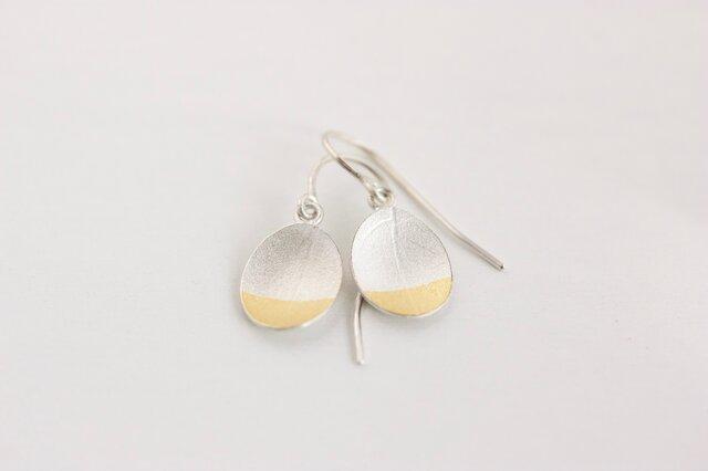 Oval gold leaf earringsの画像1枚目