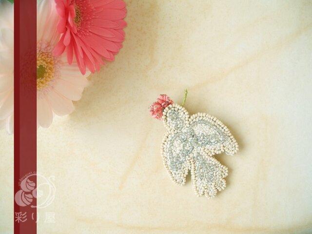 ブローチ【白い小鳥】ピンクの花の画像1枚目