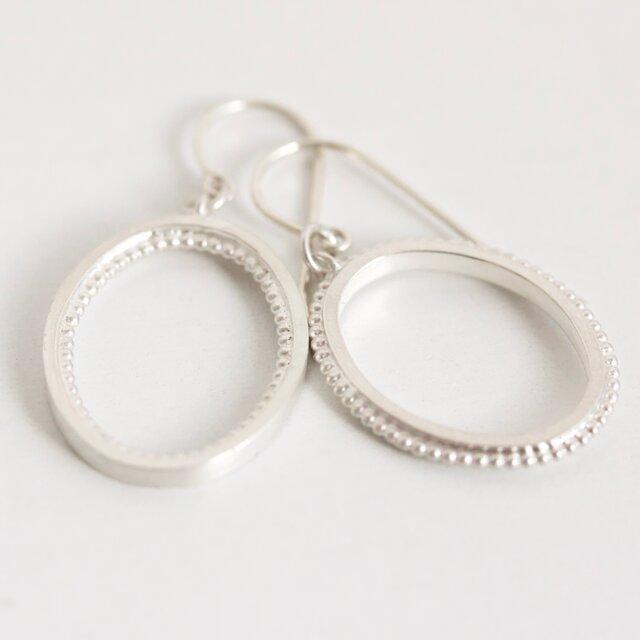 Oval missmatch earringsの画像1枚目