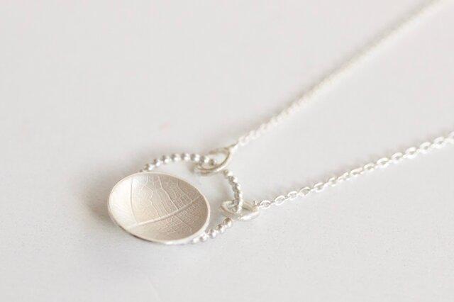 Round vein pearl wire pendantの画像1枚目