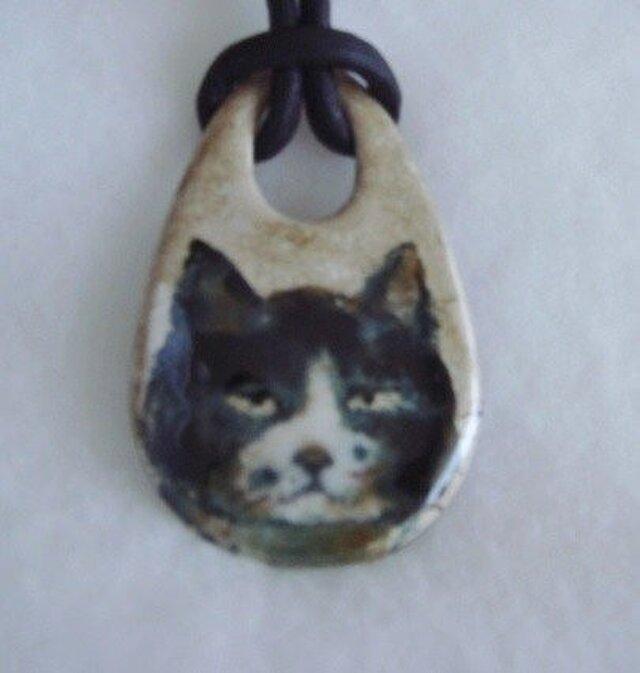 七宝ペンダント 話しを聞く猫の画像1枚目
